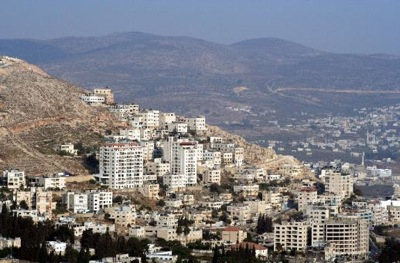 road-with-buildings-to-nablus